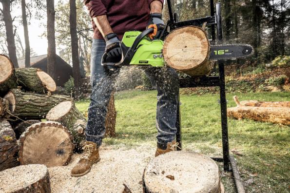 AKU řetězová pila Greenworks GD60 CS40 60 V pro náročnou práci na zahradě nebo v lese je vybavena bezúdržbovým bezkartáčovým motorem. Aktuální cena na www.mountfield.cz