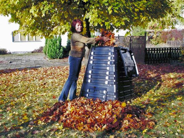 Kompostér K 700 pojme až 720 l biomasy, víko s panty se dá otevírat jednou rukou. Je opatřen otočným ventilem sloužícím k regulaci prostupu vzduchu. Aktuální cena na www.mountfield.cz