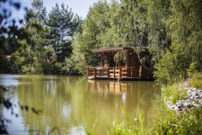 Wellness Fishing - chata na hladině rybníka