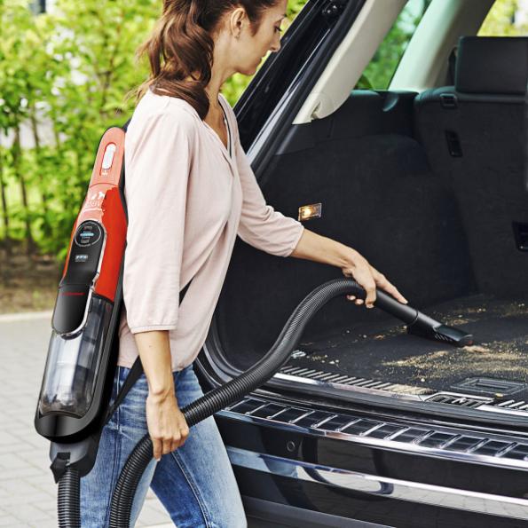 Akumulátorový vysavač Athlet ProAnimal 28Vmax je ideální pro majitele domácích zvířat a pro všechny typy podlah. Vyjímatelná část poslouží k vysávání kufru auta i drobků na stole (BSH)