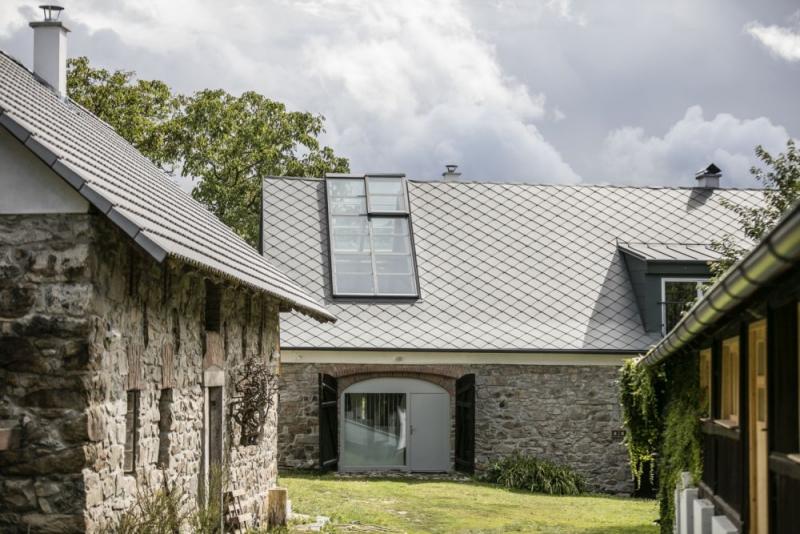 Rekonstrukce proměnila starou stodolu na úžasné místo k bydlení