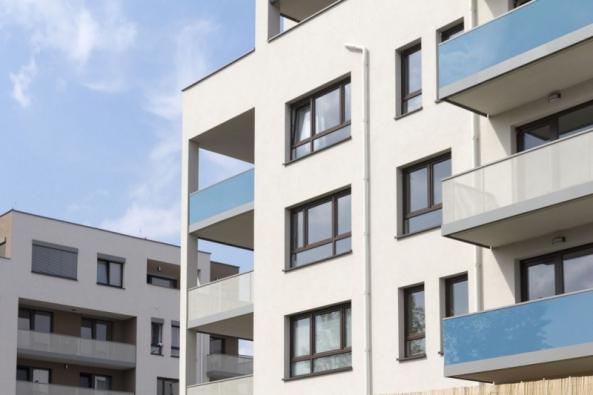 Preference Čechů, pokud jde o výběr oken, jsou jasné: nerozhodují se podle ceny, ale hledí především na kvalitu. Největším favoritem jsou přitom okna plastová, která jasně vedou před dřevěnými a hliníkovými (zdroj: PKS okna)