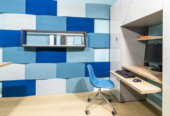 Akustické panely pomohou s odhlučněním místnosti, a navíc zlepší i akustiku ve studentském pokoji