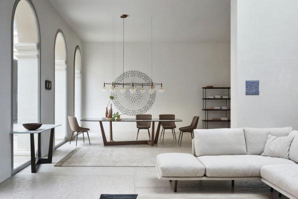 Stoly z kolekce Art Wood vynikají diagonálně orientovanou podnoží z masivního dřeva, která dodává velkou stabilitu a dynamický design. Deska je na výběr ze skla nebo keramiky v různých provedeních a rozměrech (obdélníková o délce 2–3 m, kruhová ve 3 velikostech). Vyrábí společnost Bonaldo, u nás nabízí např. studio Punto Design