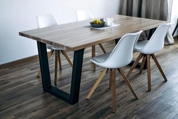Český výrobce Wuders nabízí dubový stůl Malawi s kovovou podnoží ve 4 variantách povrchové úpravy dřeva a v nejrůznějších velikostech. Design naznačuje velkou trvanlivost a stabilitu