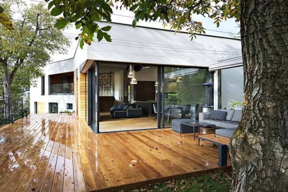 3. místo získal dům se soutěžním kódem N06, autorkou návrhu je Ing. arch. Tereza Čudová Ajmová. Autorka dobře využila nevelkého svažitého pozemku a podařilo se jí zachovat i vzrostlé stromy