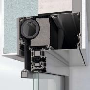 Prefabrikovaná a tepelně izolovaná roletová schránka sluneční clony ZDS v okenních systémech AWS je instalována jako jeden celek společně s vodicími lištami (zdroj: Schüco)