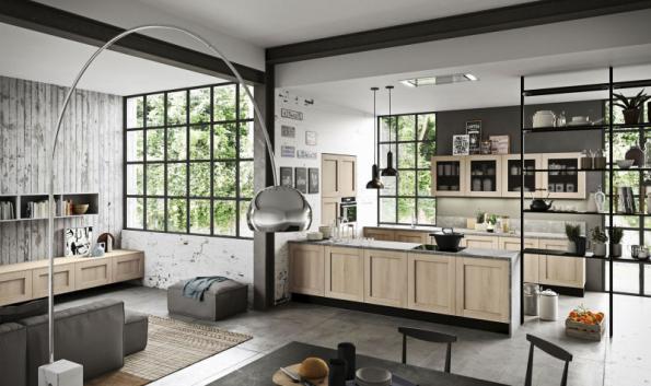 Jednotná skladebná řada pro kuchyňskou linku a obývací stěnu a subtilní police na nosných tyčích je recept značky ARAN Cucine na harmonické propojení prostoru. Na fotografii je série Licia