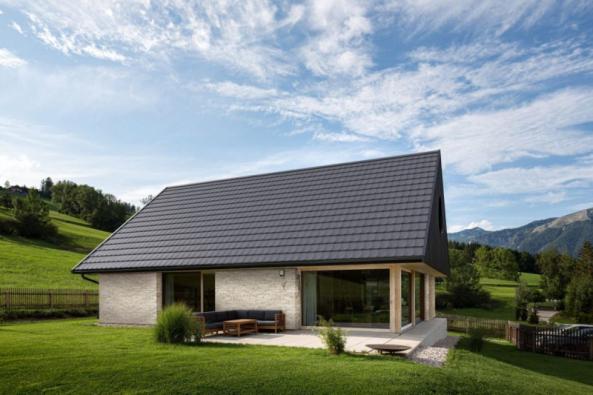 Dům se střešní taškou Tondach V11 (© Andreas Hafenscher)