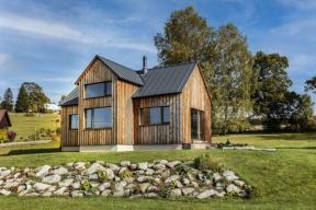 Majitelé chtěli navázat na tradiční architekturu Jizerských hor, ale zároveň postavit moderní horský dům. Architektům se podařilo jejich přání splnit beze zbytku