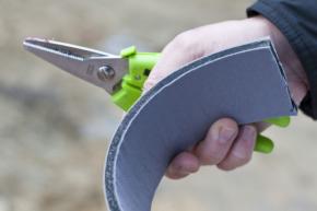 Neimpregnované pěnové pásy zajišťují preciznější a těsnější kontakt s ostěním i okenním rámem