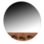 Pokud se vám velké zrcadlo do obýváku nehodí, zvolte kulaté zrcadlo