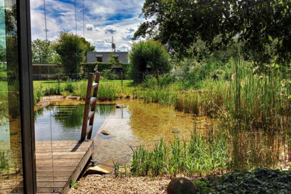 I zahrada, která vypadá jako tak trochu ponechaná svému osudu, může mít osobité kouzlo a velkou hodnotu pro své majitele