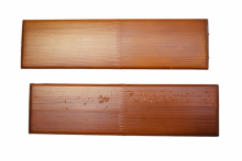 Srovnání výsledku testu povrchu dřeva s membránou a bez membrány (VEKRA)