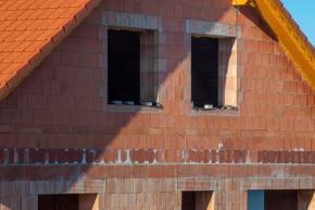 Dům z pálených broušených cihel Porotherm T Profi nepotřebuje dodatečné zateplení (zdroj: Wienerberger)
