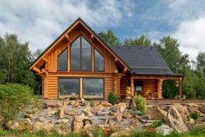 Betonová krytina je pro moderní sruby ideální volbou