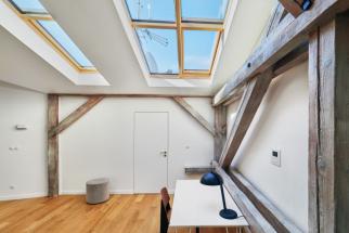 Prosvětlení a ventilace střešních prostor v domě Franze Kafky v Praze