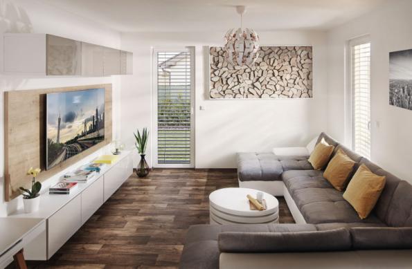 Obývací část volně navazuje na prostornou jídelnu a kuchyni, a nabízí tak dostatek místa pro společné trávení času i docela velké rodiny