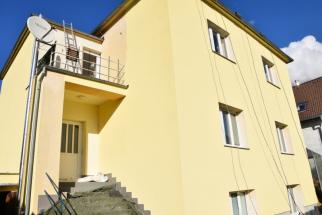 Finální stav obnovy domu po dvou nátěrech fasádní barvou Baumit StarColor